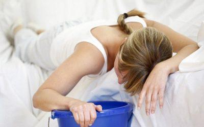 5 triệu chứng nhận biết ngộ độc thức ăn bất cứ ai cũng phải nắm rõ.